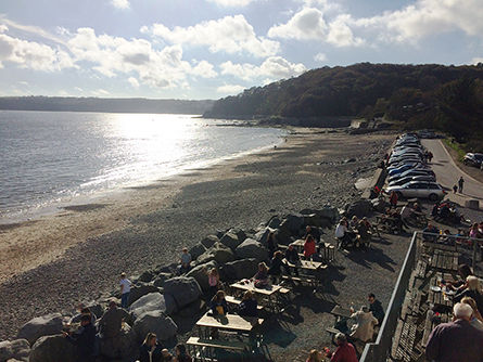 Wisemans Beach with Pub, Restaurant and Free Parking
