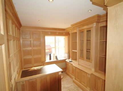 oak wall panelling for studies made in the uk by wall panelling experts